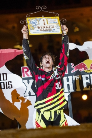 Red Bull X-Fighters 2015 – Pages se zapsal hattrickem do historie